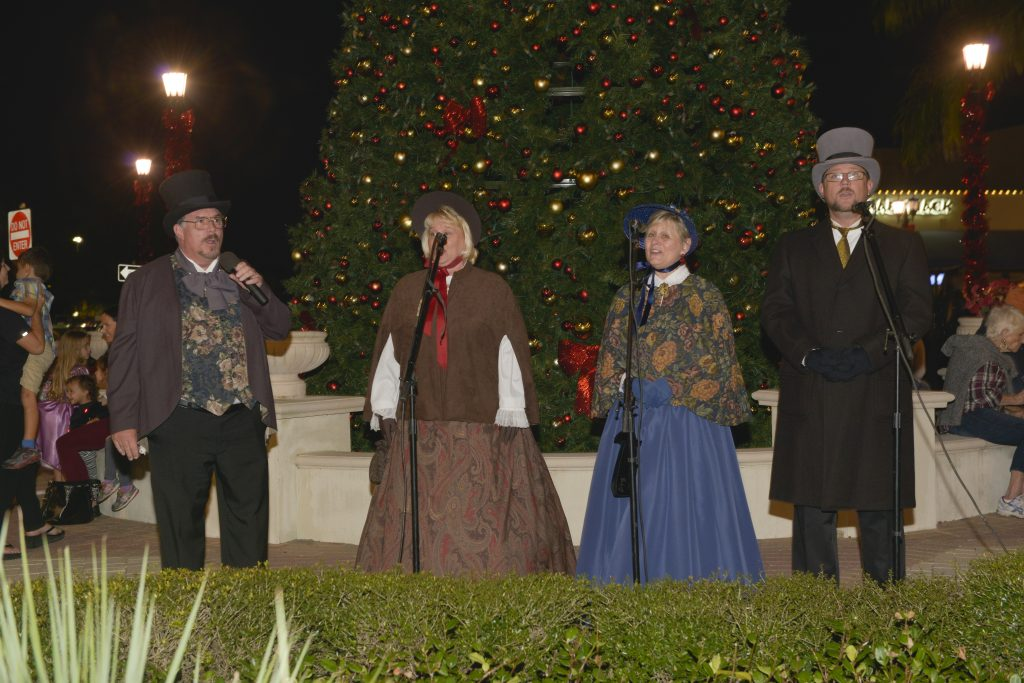 Carriage Rides, Strolling Carolers, Santa Strolls