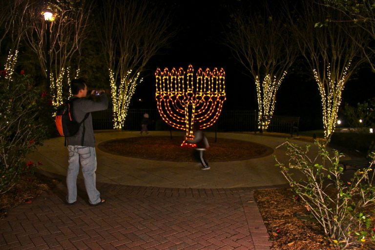 lighted-menorah_chanukah-lwr